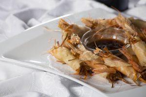 Rollitos de Langostinos Brik rellenos de poché de verduras, Restaurante La Cantina de J. Mingo